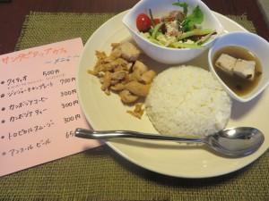 サンタピアップカフェ ジンジャーチキンプレート 700円